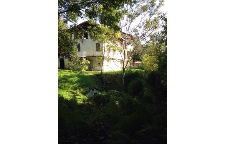 Privato vende casa indipendente casa in collina con vista for Piani casa ranch in collina
