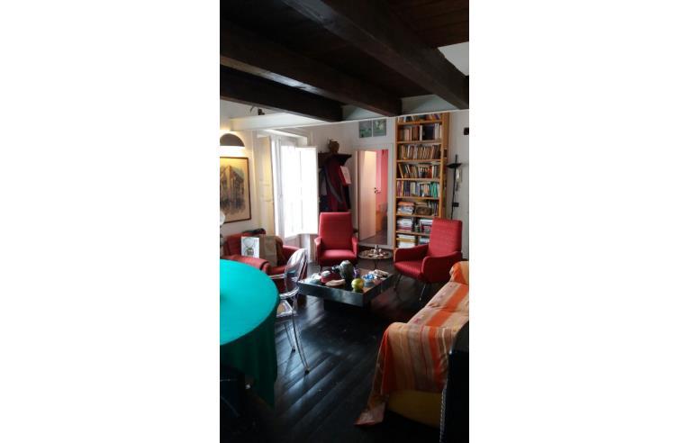 Privato vende appartamento appartamento centro sotirco for Appartamento arredato palermo