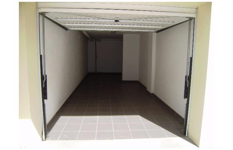 Privato vende appartamento vendesi trilocale nuovo for Due garage di storia in vendita