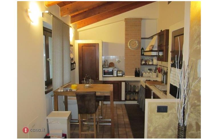 Privato vende appartamento attico con terrazzo spino d for Mercatone dell arredamento spino d adda