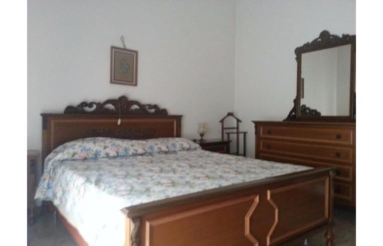 Privato vende casa indipendente palazzina di due piani e for Appartamenti a due piani