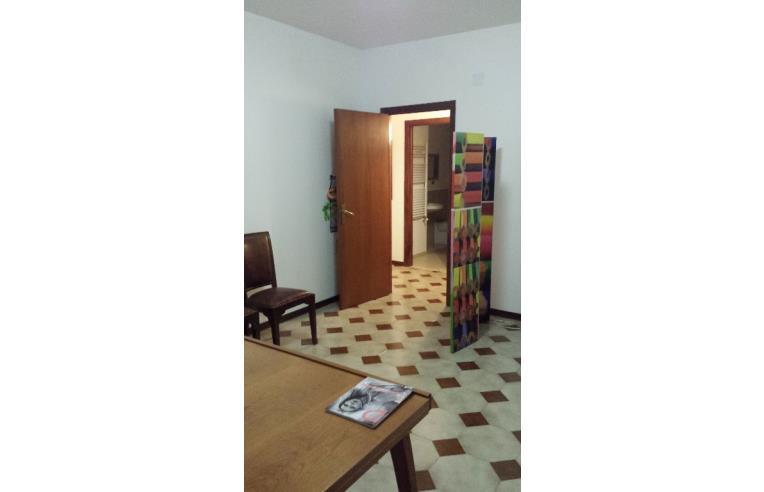 Privato affitta appartamento stanza uso ufficio annunci for Stanza uso ufficio