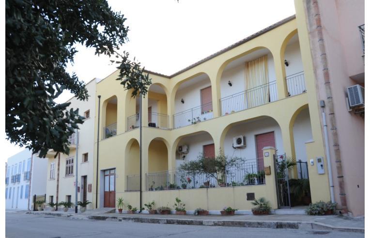 Privato affitta appartamento case vacanza rosy annunci for Appartamenti arredati in affitto a trapani