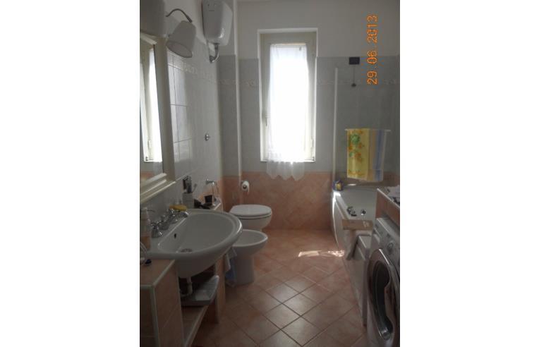 Privato vende appartamento appartamento grande con for 3 piani da appartamento con 2 bagni e garage