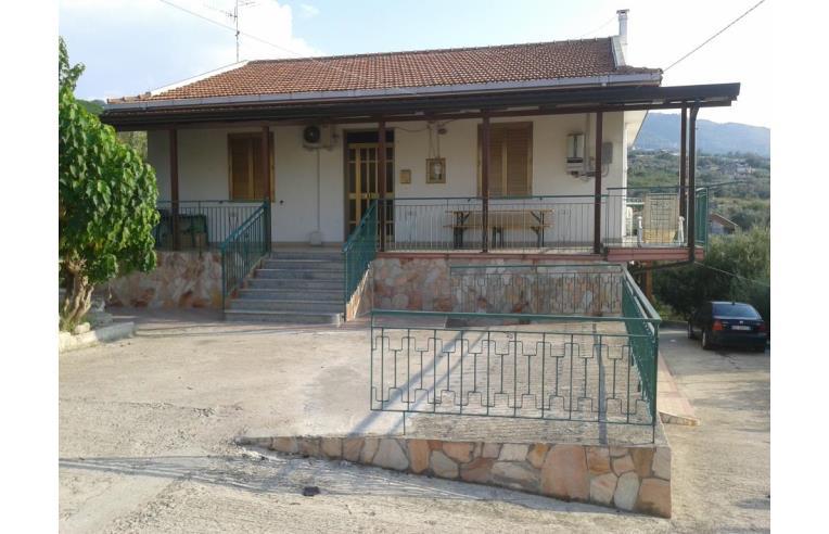 Privato vende casa indipendente vendesi casa a due for Casa a due livelli