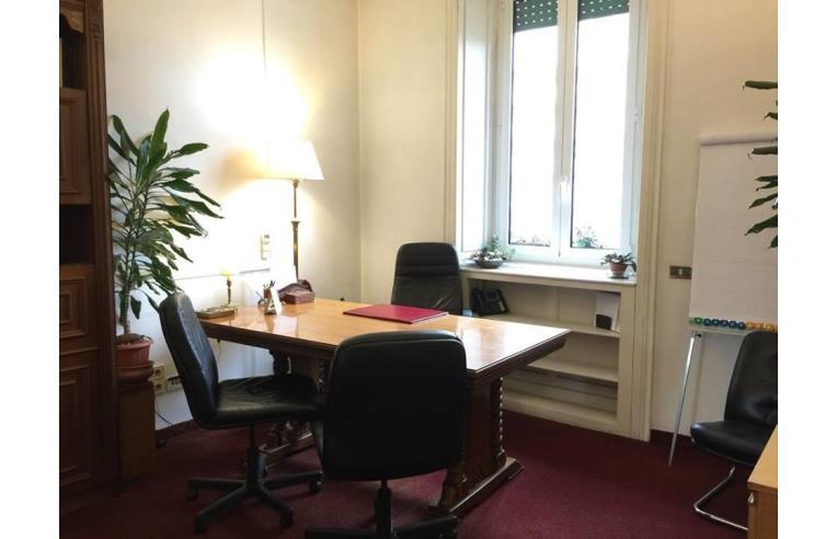 Privato affitta ufficio elegante ufficio studio arredato for Studio arredato