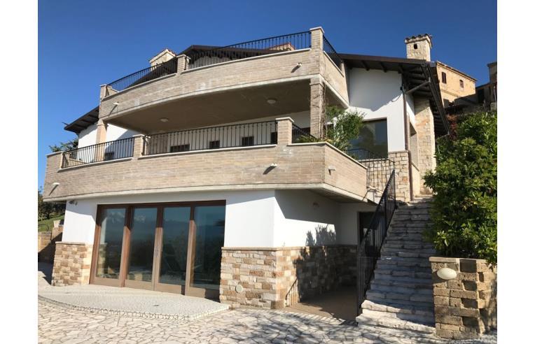 Privato vende casa indipendente bellissima casa in un for Case con 4 camere da letto con seminterrato finito in vendita