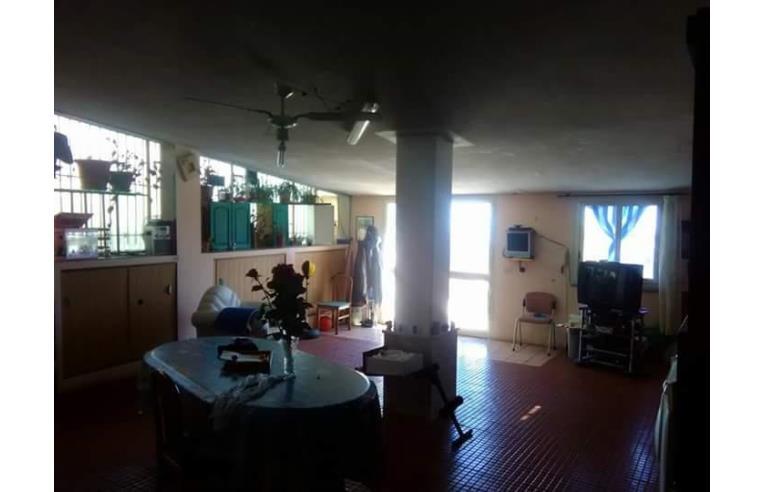 Privato vende casa indipendente villetta indipendente for Casa con 3 camere da letto con garage in vendita