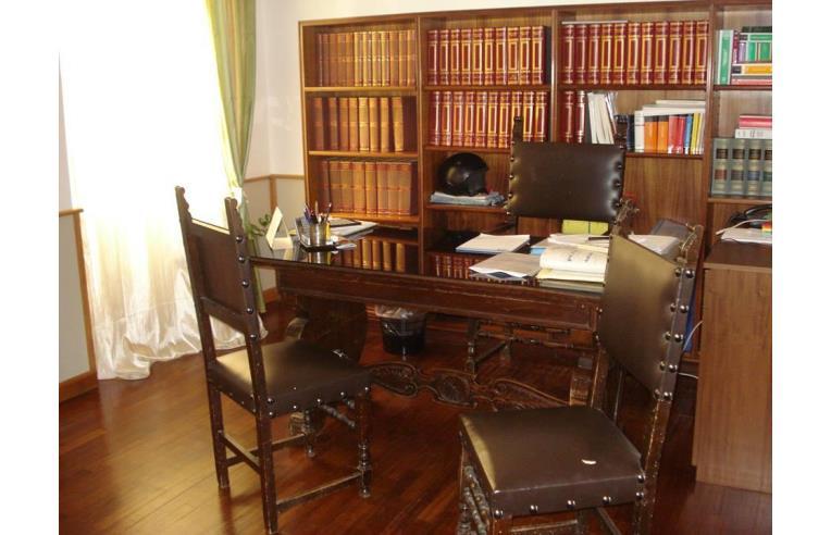 Privato affitta ufficio stanza di rappresentanza for Stanze uso ufficio in affitto roma