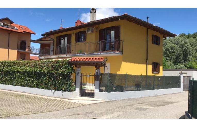 Privato vende casa indipendente spaziosa casa con for Grande casa padronale