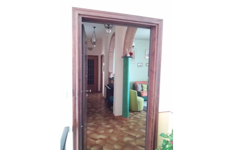 Privato vende appartamento cinque vani ristrutturato - Condensa finestre doppi vetri ...