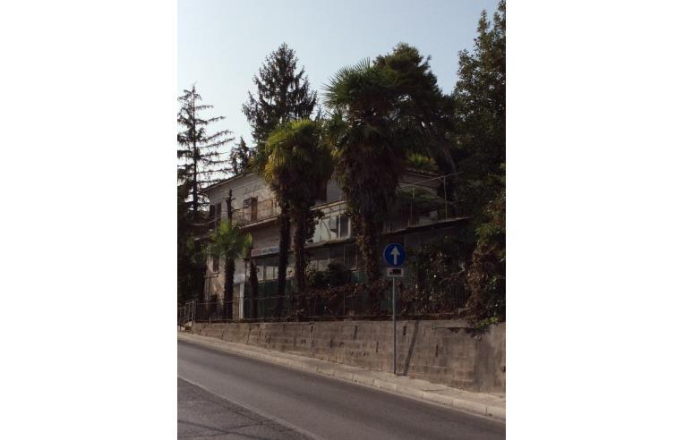 Privato vende casa indipendente casa singola annunci for Case in vendita osimo