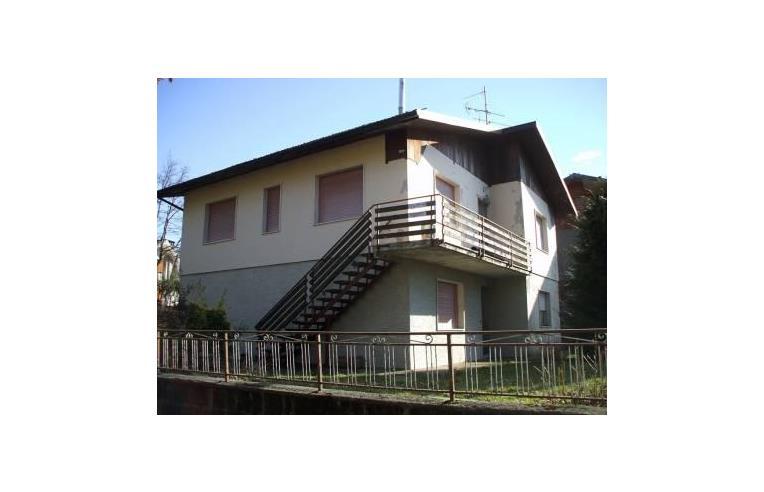 Privato vende casa indipendente villetta indipendente for Case in vendita pistoia