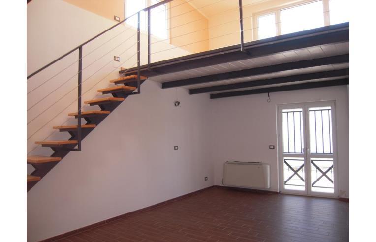 Privato vende loft open space loft open space annunci for Garage con piani loft gratuito
