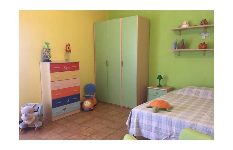 Privato vende villa villa 4 piani 500 mq con giardino e for Piani di garage in cabina