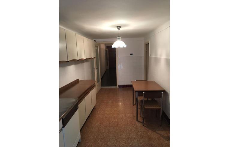 Privato vende appartamento appartamento ampia metratura con giardino annunci genova zona - Appartamento con giardino genova ...