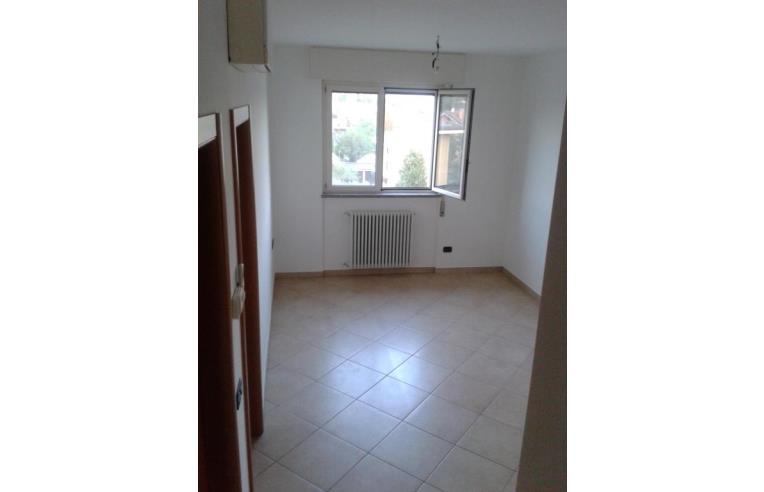 Privato vende appartamento quadrilocale ultimo piano su for Piano aperto su due livelli
