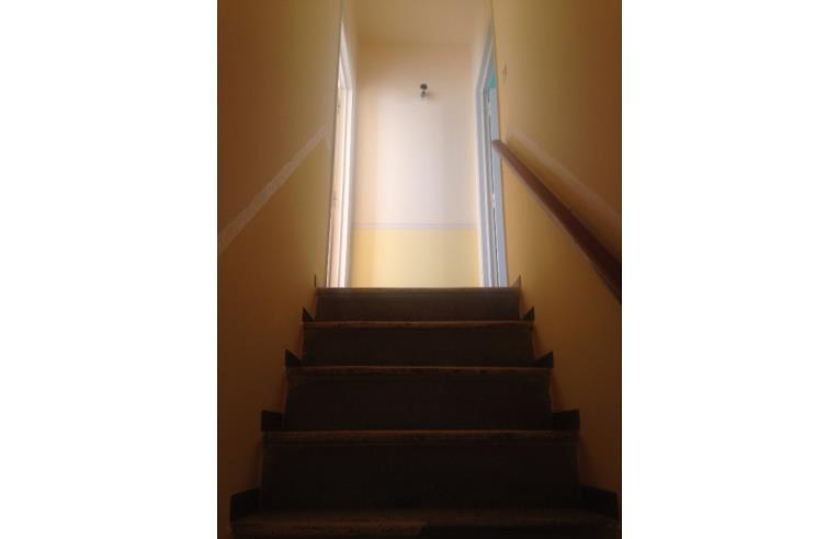 Privato vende casa indipendente casa di tre piani a colle for Foto di case a tre piani