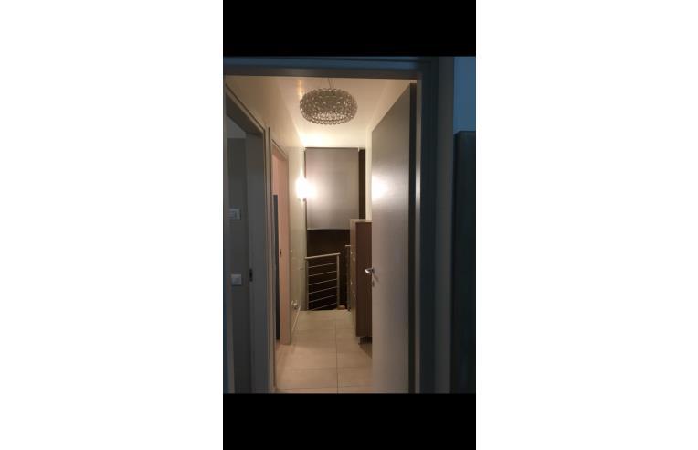 Privato vende appartamento appartamento con giardino e for Piani di un appartamento di efficienza di una camera da letto
