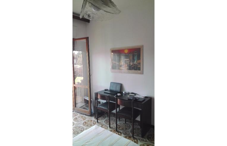 Privato affitta stanza singola stanza in palazzo for Stanza roma affitto