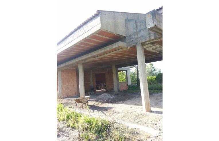 villa in costruzione con terreno