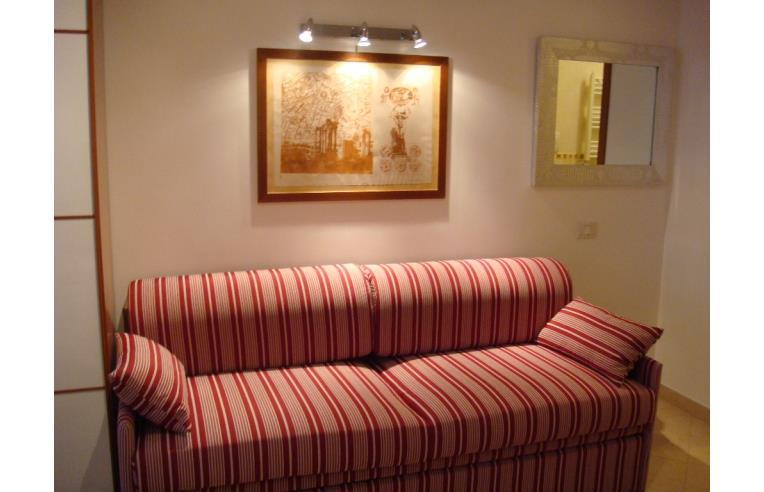 Privato affitta stanza doppia metro a cipro ampia camera for Affitto roma cipro