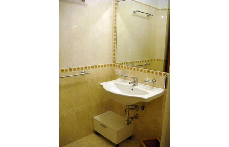 Privato affitta stanza doppia metro a cipro ampia camera con bagno annunci roma zona prati - Stanza con bagno privato roma ...