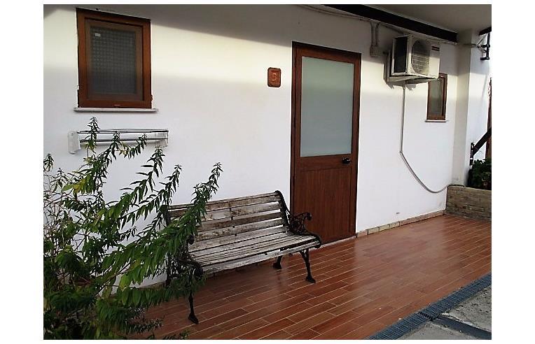 Privato affitta appartamento vacanze camere appartameni for Case in affitto altamura arredate