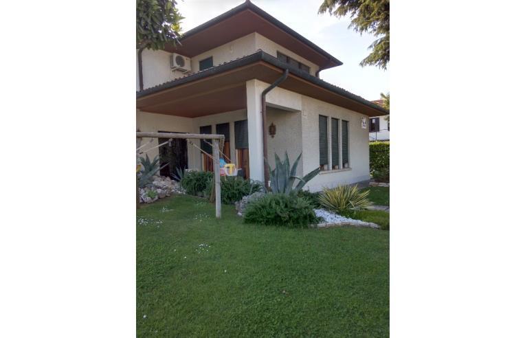 Privato vende casa indipendente villetta con giardino in for 3 piani casa con bagno privato
