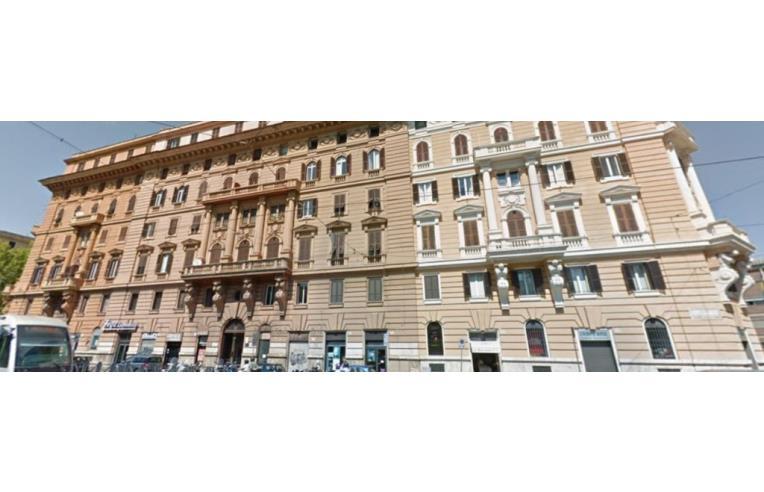 Privato affitta stanza doppia affittasi 2 stanze a 400 mt for Affitto studio medico roma parioli