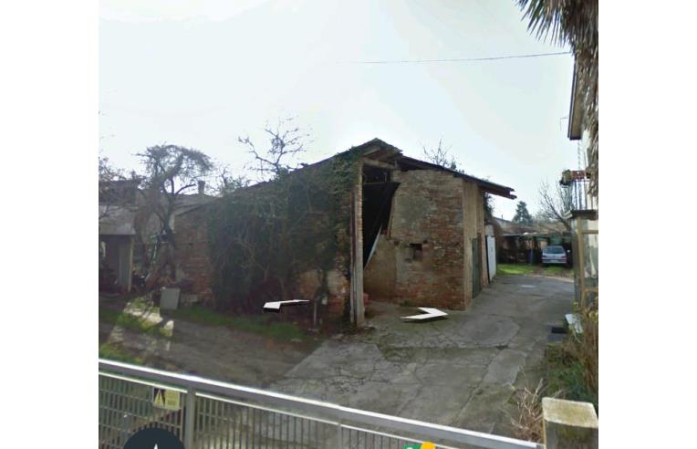 Privato vende villetta a schiera casa di campagna con for Casa di 5000 metri quadrati