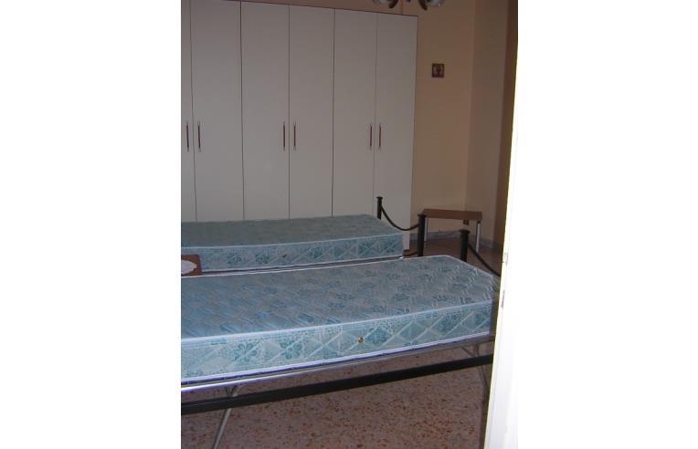 Privato affitta stanza singola stanza singola anche uso for Stanza uso ufficio roma