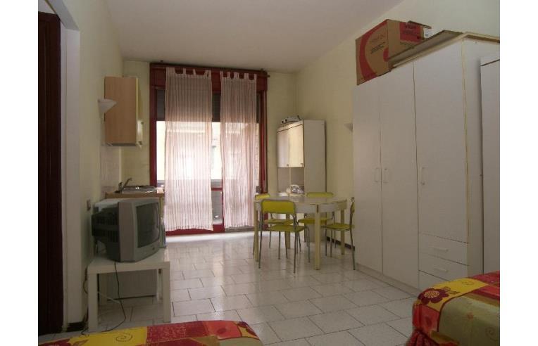 Privato vende appartamento ampio monolocale arredato zona for Monolocale arredato torino