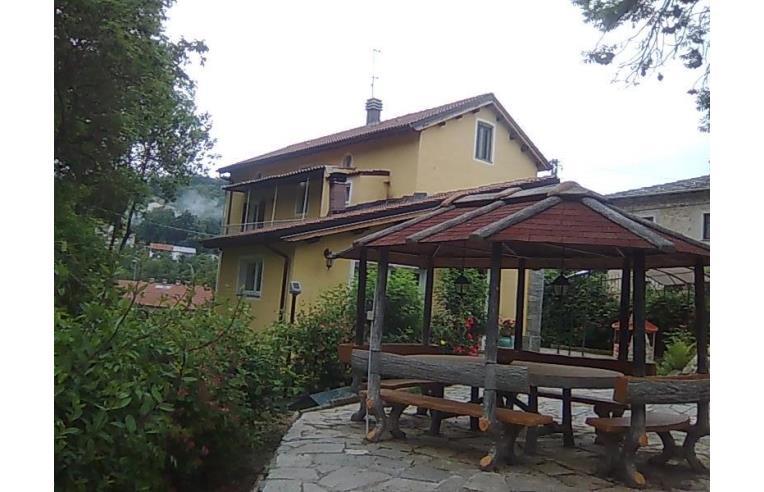 Privato vende casa indipendente casa indipendente for Piani di casa su moli e travi