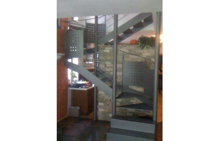 Privato vende casa indipendente casa 300 mq su 3 piani for 3 piani casa con bagno privato