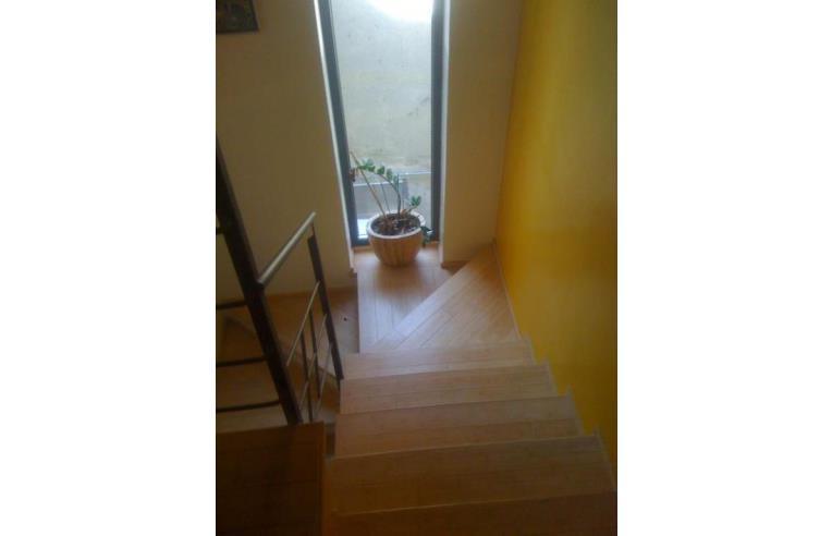 Privato vende casa indipendente casa 300 mq su 3 piani for Piani di 20x30 posti auto coperti