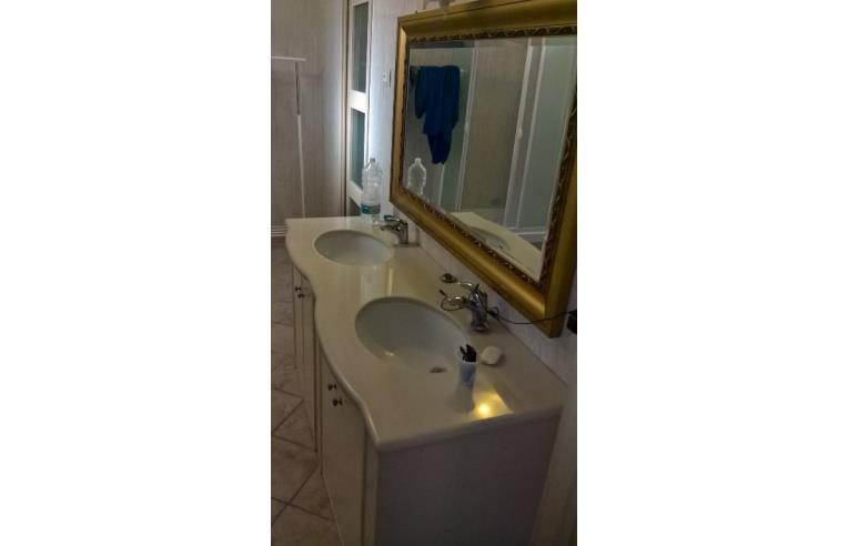 Privato affitta stanza singola affitto stanze con bagno for Appartamento in affitto arredato bari