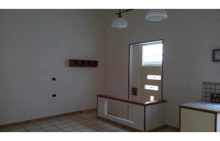 Privato affitta stanza singola locale uso abitativo for Stanza uso ufficio
