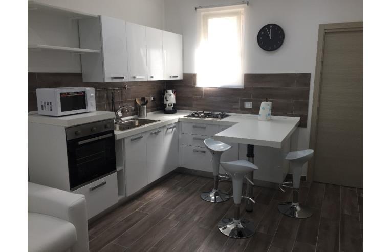 Privato affitta appartamento vacanze appartamento uso for Appartamento arredato palermo