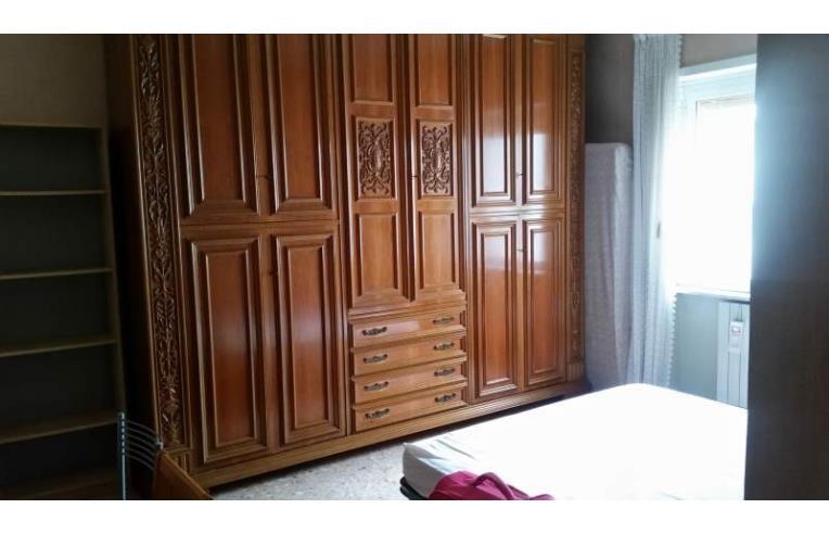 Privato affitta stanza singola stanza singola roma casal for Stanza roma affitto