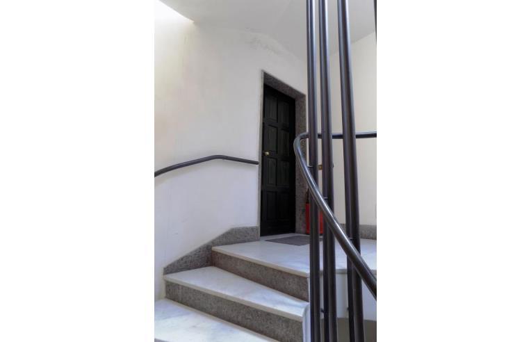 Privato affitta stanza singola stanza uso ufficio for Stanza uso ufficio