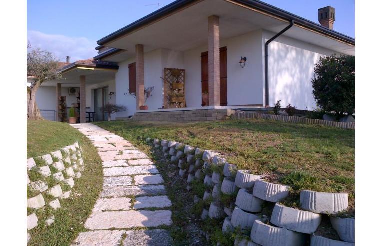 Privato vende porzione di casa porzione di villa for Piani di casa cottage con portici