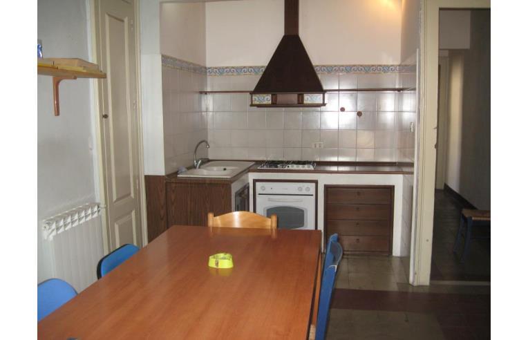 Privato affitta stanza singola appartamento centrale per for Case arredate in affitto a catania