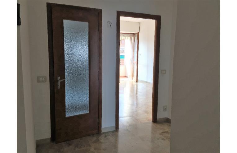 Privato vende appartamento rivoli cascine vica ampio for Vica arredo bagno