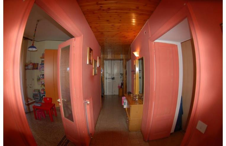 Privato vende appartamento appartamento in comprensorio - Giardini curati ...