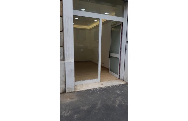 Privato affitta negozio immobile ufficio via premuda for Uffici in affitto a roma zona prati