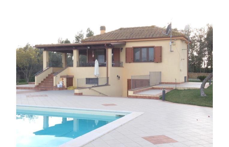 Privato Affitta Casa Vacanze, villa con piscina - Annunci ...