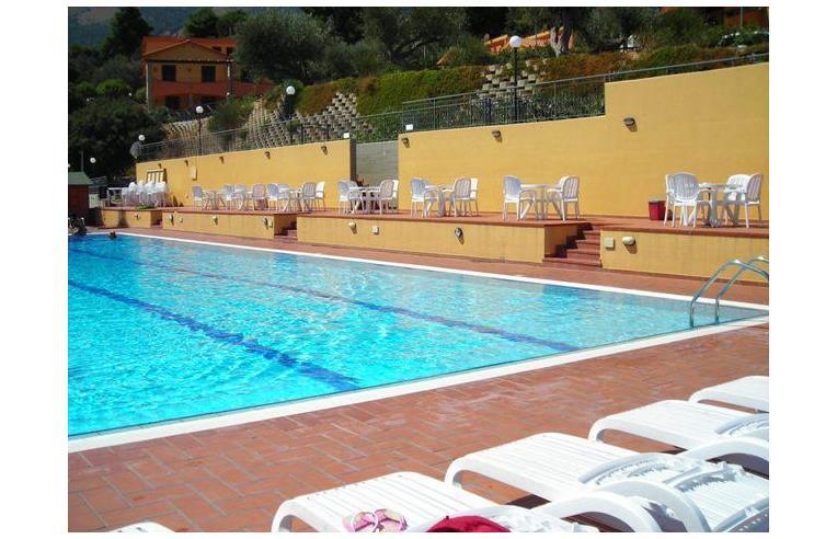 Privato affitta villetta a schiera vacanze app villa a for Monolocali arredati a palermo in affitto da privati