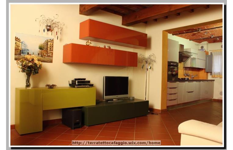 Privato vende rustico casale delizioso terratetto di 94 for Nuovi piani domestici con suite di annunci personali