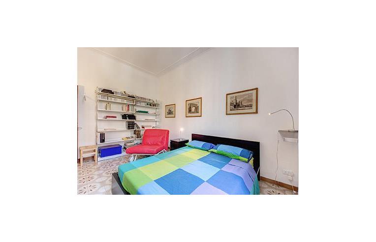Privato affitta stanza doppia stanza uso intero for Stanza uso ufficio roma